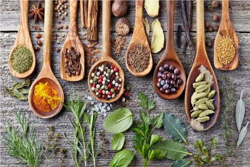 Erbe e spezie in ayurveda tra cucina e alimentazione