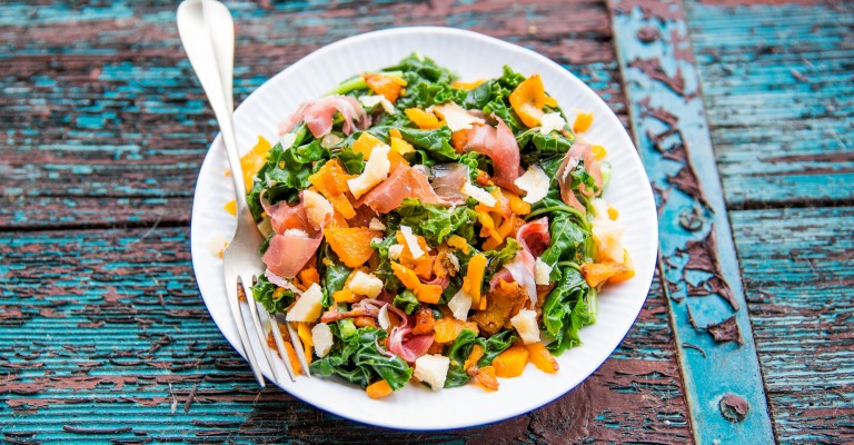 Insalata calda di cavolo riccio con zucca, parmigiano e prosciutto crudo | Love my Salad